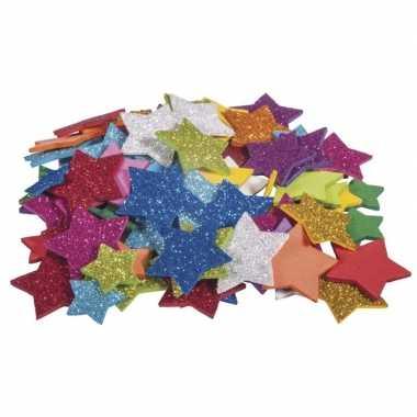 100x zelfklevende hobby/knutsel foam/rubber sterren met glitters