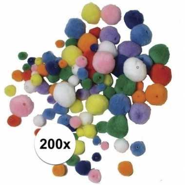 200x knutsel pompons gekleurd om te rijgen
