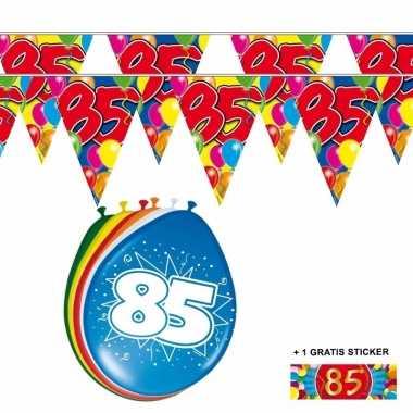 2x 85 jaar vlaggenlijn + ballonnen