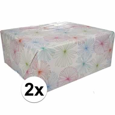 2x inpakpapier met bloemen motief 200 x 70 cm op rol type 1