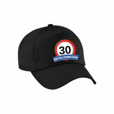 30 and still looking good stopbord pet / cap zwart voor volwassenen