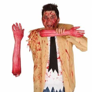 Afgehakte arm met bloed 44 cm