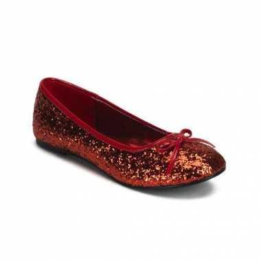 Balerina in het rood glitters