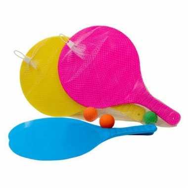 Beachball rackets met bal