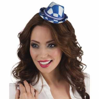 Beiers hoedje op haarband blauw