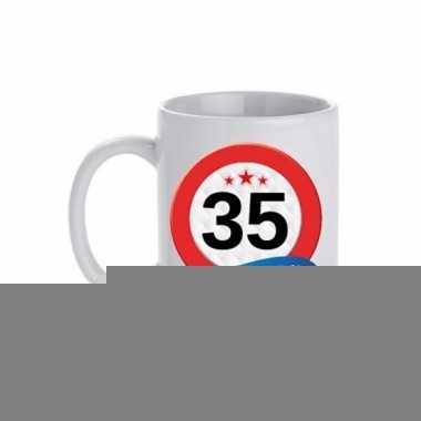 Beker / mok 35 jaar verkeersbord