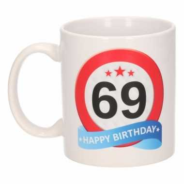 Beker / mok 69 jaar verkeersbord