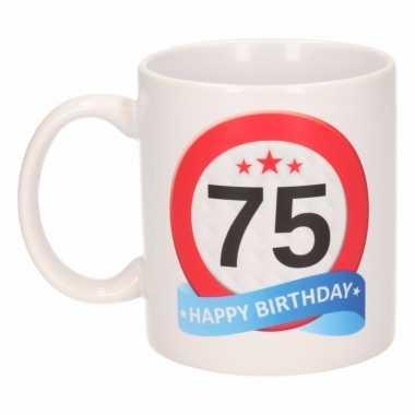 Beker / mok 75 jaar verkeersbord