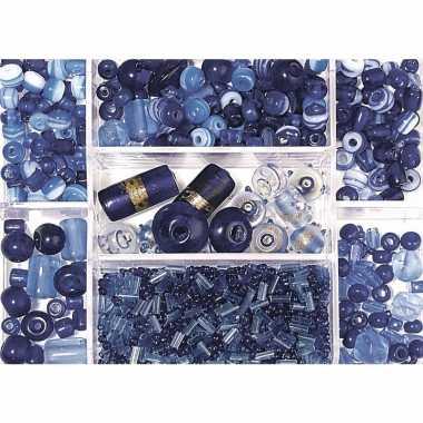 Bewaardoosje met donkerblauwe glaskralen