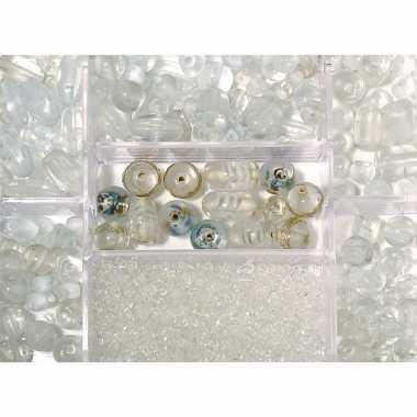 Bewaardoosje met transparante glaskralen