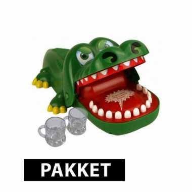 Bijtende krokodil spel plus 6 shotglaasjes