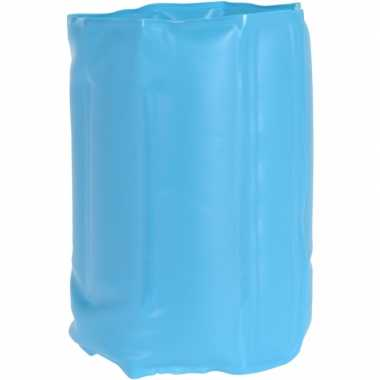 Blauw koelelement voor een fles
