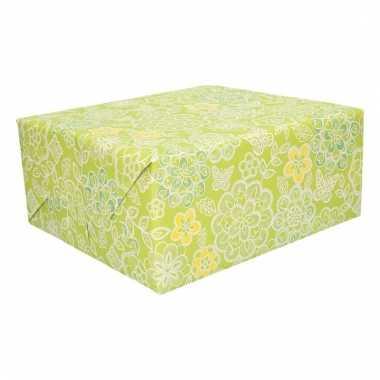 Cadeaupapier groen met bloemen trend