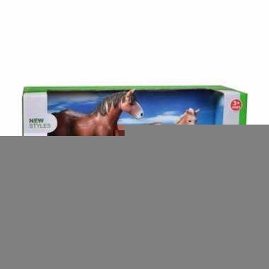 Clydesdale paard met veulen plastic