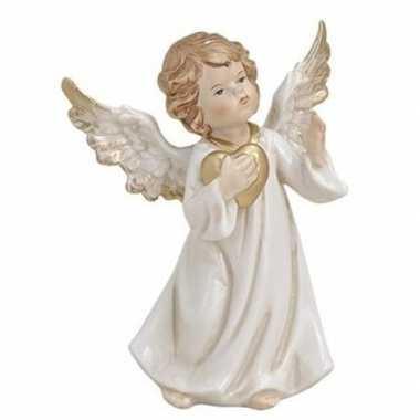 Decoratie beeldje engeltje met gouden hart 9 cm