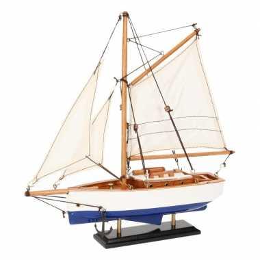 Decoratie zeilboot model jacht blauw/wit 23 cm