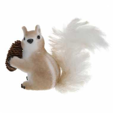 Eekhoorn met dennenappel 16 cm type 2