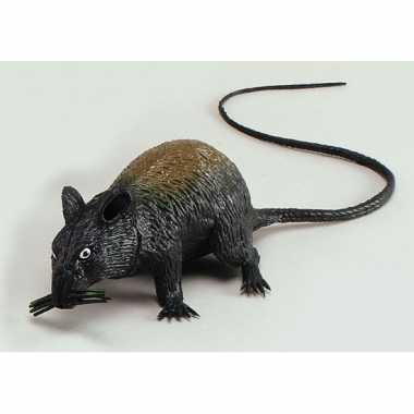 Enge piepende rat 13 cm