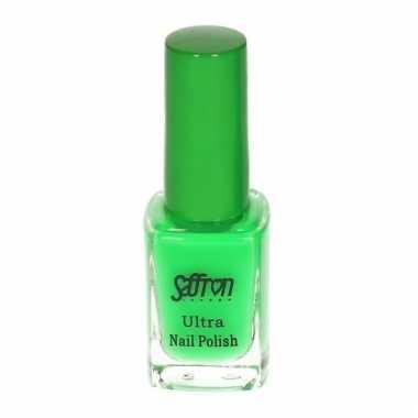Felgroen nagellak van saffron