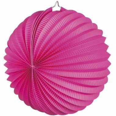 Fuchsia roze gekleurde feest lampionnen