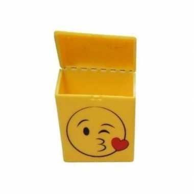 Geel sigarettendoosje kussende smiley