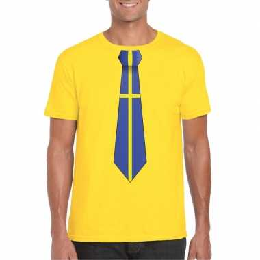 Geel t-shirt met zweden vlag stropdas heren