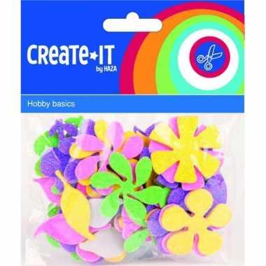 Gekleurde foam rubber bloemen 70 st