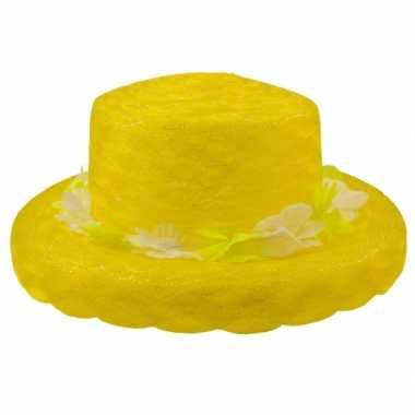 Gele hoed met bloemen