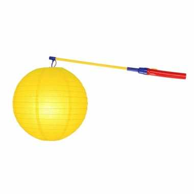 Gele lampion 25 cm met lampionstokje