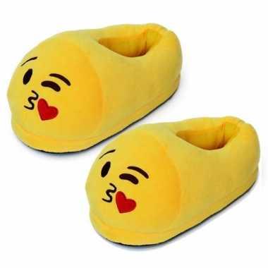 Gele smiley slofjes met hart kusje voor dames