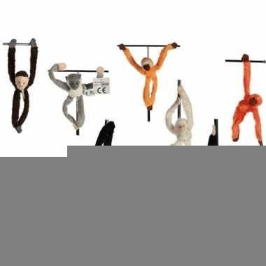 Hangend grijs aapje met magneet 23 cm