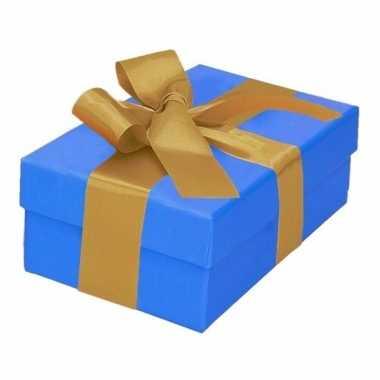 Kerst cadeautje blauw met gouden strik 13 cm