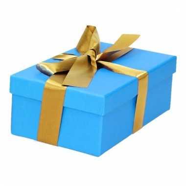 Kerst cadeautje blauw met gouden strik 15 cm