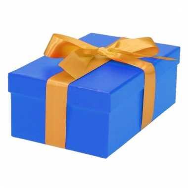 Kerst cadeautje blauw met gouden strik 19 cm