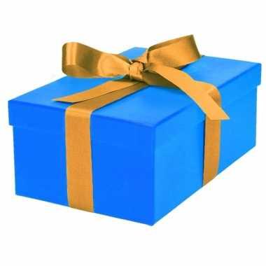 Kerst cadeautje blauw met gouden strik 21 cm