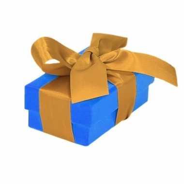 Kerst cadeautje blauw met gouden strik 8 cm