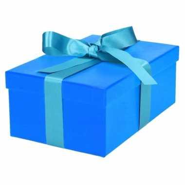 Kerst cadeautje blauw met lichtblauwe strik 23 cm