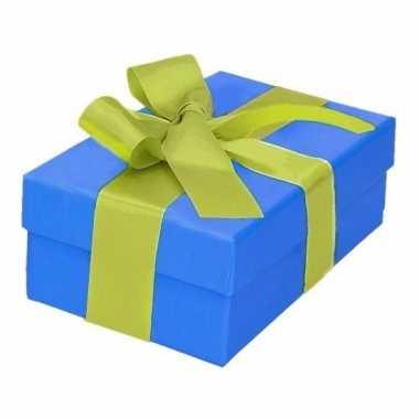 Kerst cadeautje blauw met lichtgroene strik 13 cm