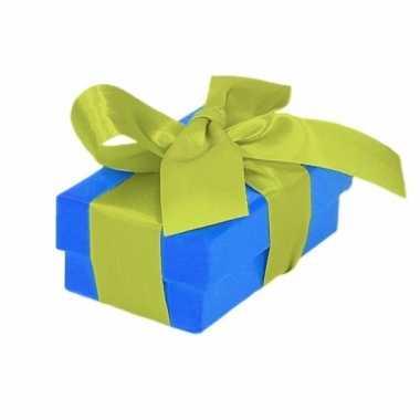 Kerst cadeautje blauw met lichtgroene strik 8 cm