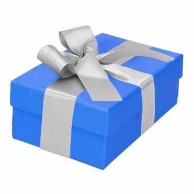 Kerst cadeautje blauw met zilveren strik 13 cm