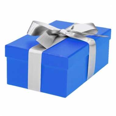 Kerst cadeautje blauw met zilveren strik 17 cm