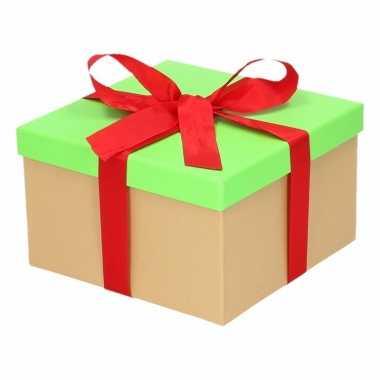Kerst cadeautje groen met rode strik 16 cm