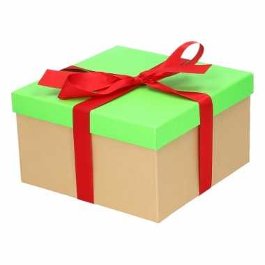 Kerst cadeautje groen met rode strik 19 cm