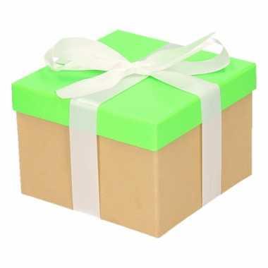 Kerst cadeautje groen met witte strik 15 cm