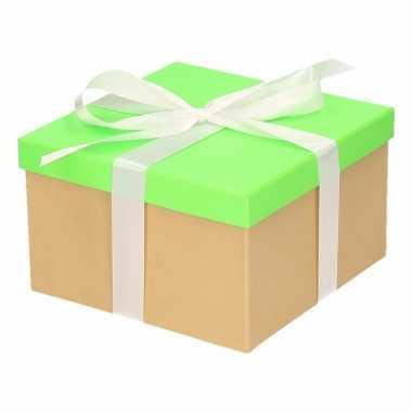Kerst cadeautje groen met witte strik 18 cm