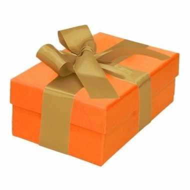 Kerst cadeautje oranje met gouden strik 13 cm