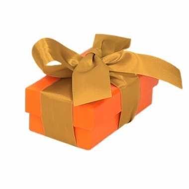 Kerst cadeautje oranje met gouden strik 8 cm