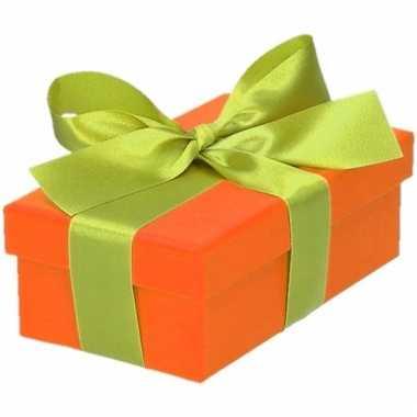 Kerst cadeautje oranje met lichtgroene strik 10 cm