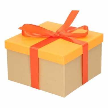 Kerst cadeautje oranje met oranje strik 16 cm