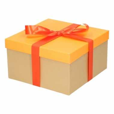 Kerst cadeautje oranje met oranje strik 19 cm